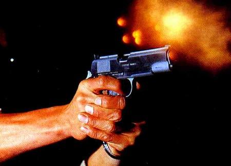 http://tenares.com/frentev3/wp-content/uploads/2011/05/Disparando-pistola-1125-mm.jpg
